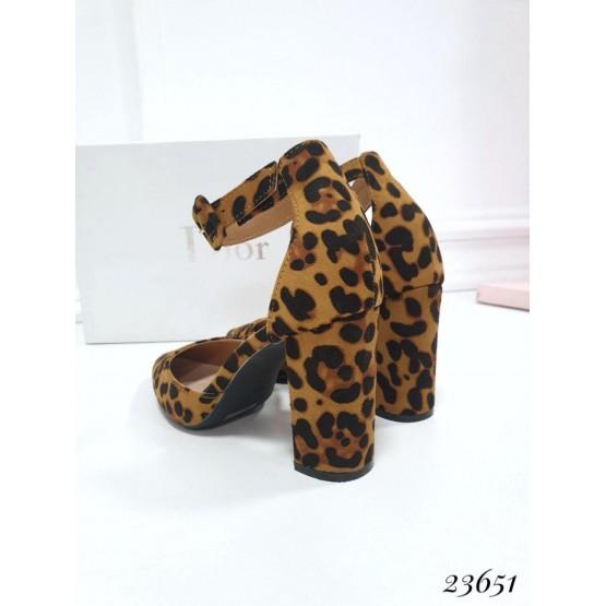 Летняя Босоножки Queen VIVI острый носик; Каблук 8,5 см ; Размер в размер; с 36 по 41; размерная сетка:  36-23,5; 37-24; 38-24,5; 39-25,5; 40-26; 41-26,5 см леопардовый эко замш 23651 польша 36(р)