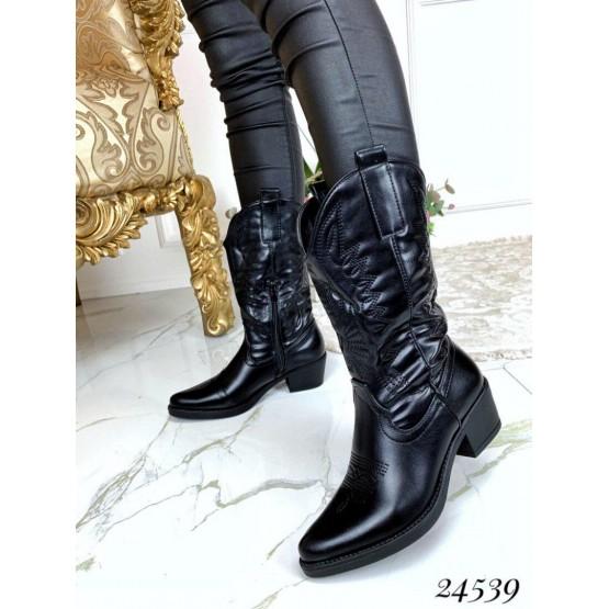 Женские ботинки казаки на змейке