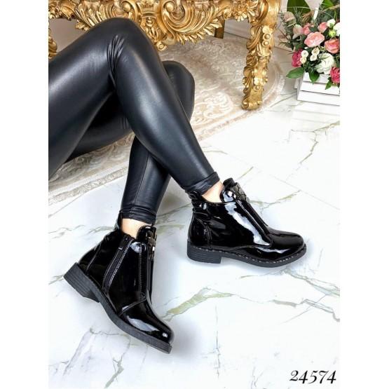 Короткие лаковые ботинки