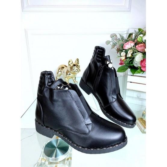 Демисезонные ботинки с украшением