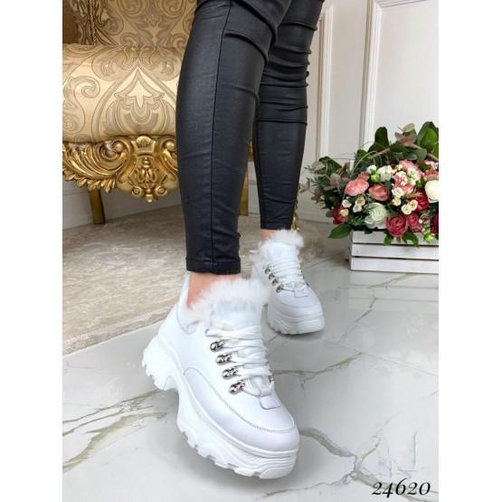 Ботинки кожаные на спортивной подошве с меховой опушкой