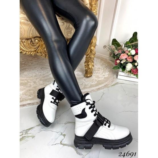 Зимние ботинки на высокой подошве