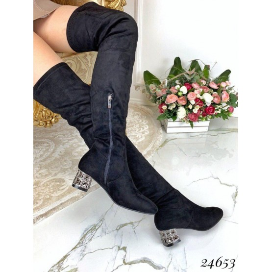Ботфорты с украшением на каблуке