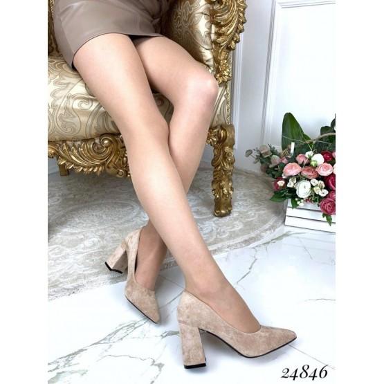 Туфли на широком каблуке с острым носком