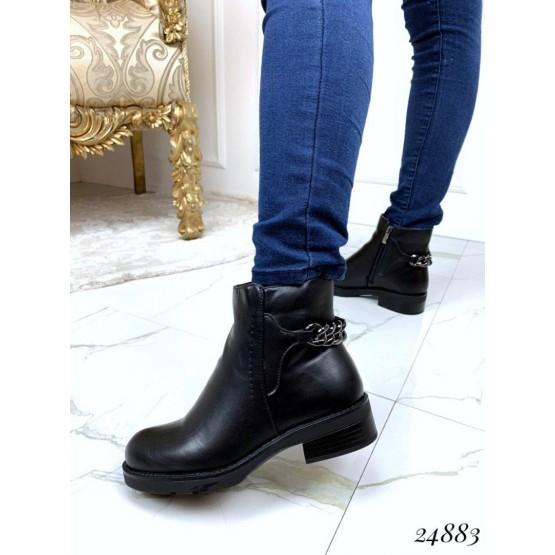 Короткие ботинки на меху.
