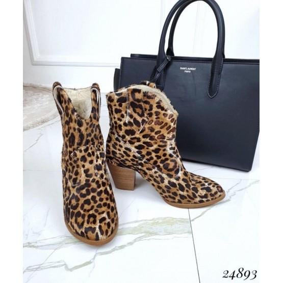 Леопардовые ботинки казаки