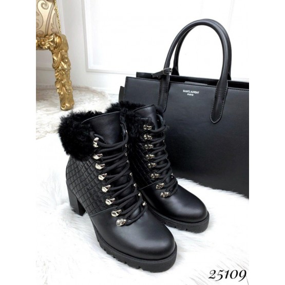 Зимние ботинки Chanel на шнуровке