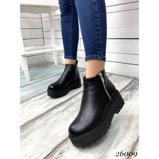 Ботинки с молнией на высокой подошве.