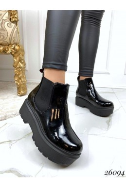Ботинки на высокой подошве.