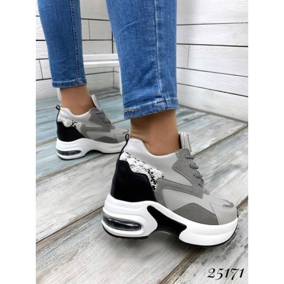 Женские кроссовки BOMBA