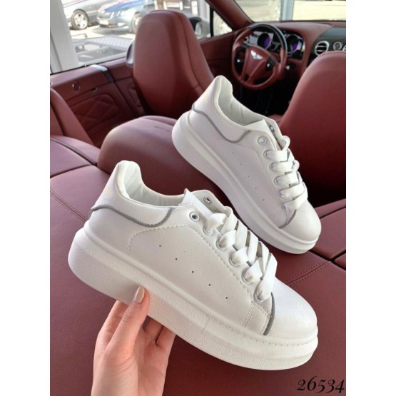 Кроссовки в стиле A. McQueen
