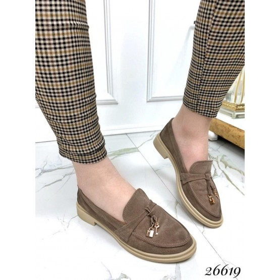 Туфли лоферы с украшением
