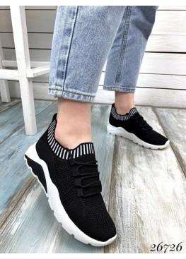Кроссовки текстильные на шнурках,сверху резинка