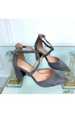 Туфли на широком каблуке с острым носом