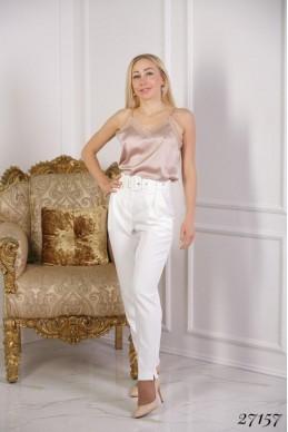 Класические брюки  на  высокой   талии с  широким  ремнем