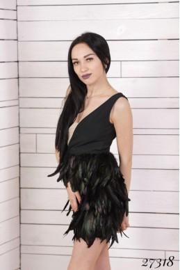 Шикарное вечернее платье с перьями