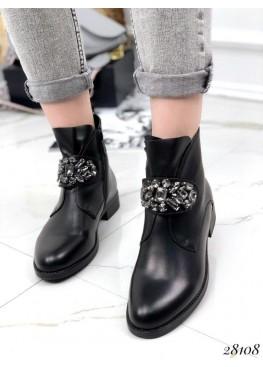 Ботинки с украшением