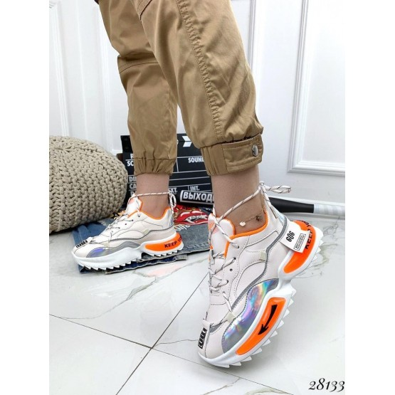 Кроссовки 606 оранжевые вставки