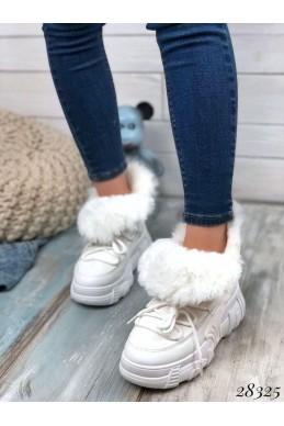 Зимние  спортивные ботинки на шнуровке