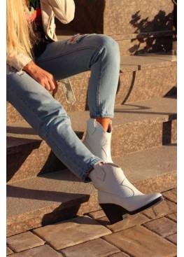 Ботинки казаки белые под питон