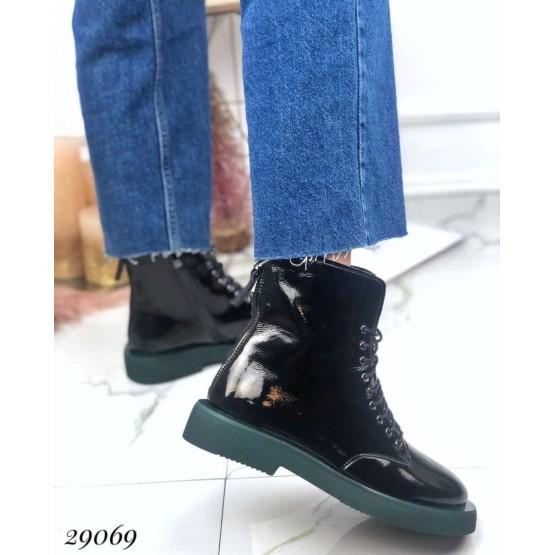 Ботинки демисезонные на ровной зеленой подошве