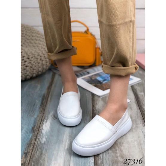 Слипоны белые кожаные