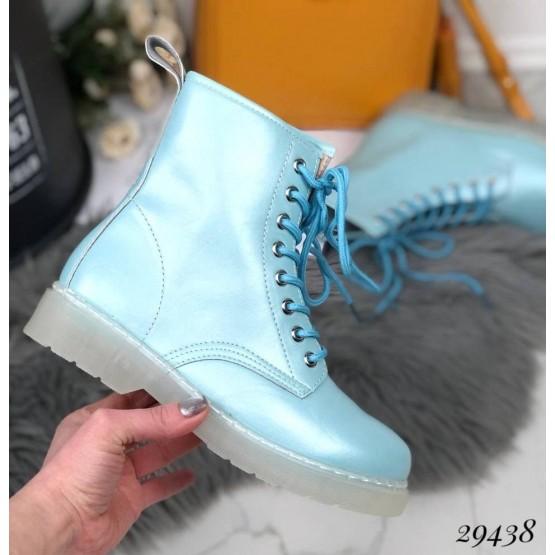 Ботинки на шнуровке  на прозрачной подошве.