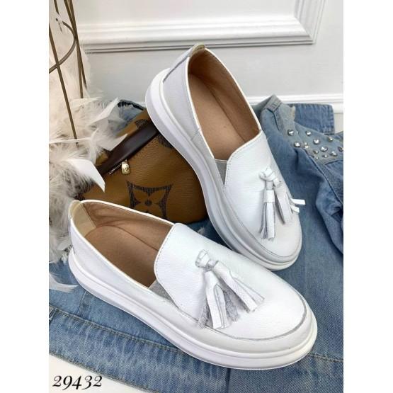 Слипоны белые кожаные с  кисточками