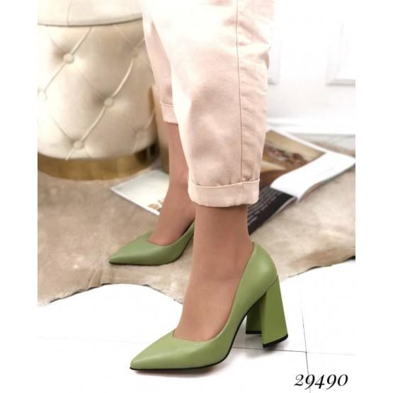 Туфли на устойчивом широком каблуке.