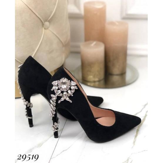 Туфли с украшением из камней