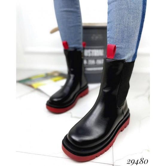 Ботинки  на резинках с красной подошвой