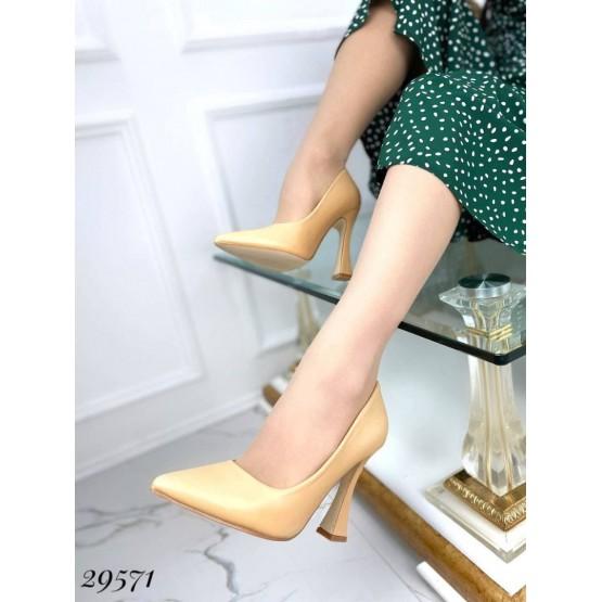 Туфли с узким носком,каблук рюмочка ;