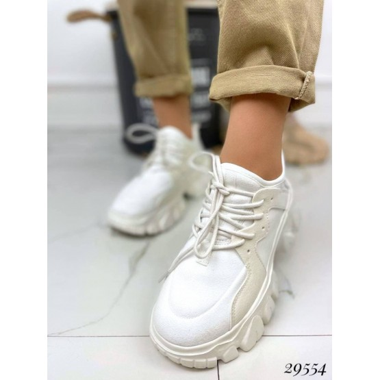 Кроссовки.