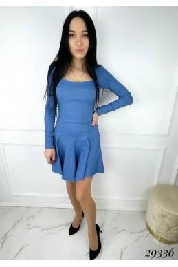 Платье с декольте.