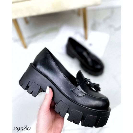 Туфли лоферы на тракторной подошве с кисточками