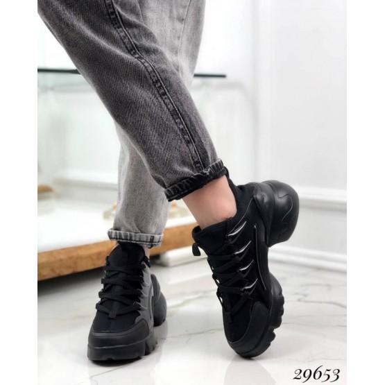 Кроссовки с текстильными вставками