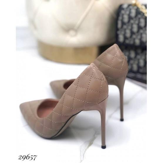 Туфли лодочки с обьемной прострочкой