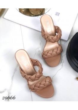 Шлепанцы на устойчивом каблуке