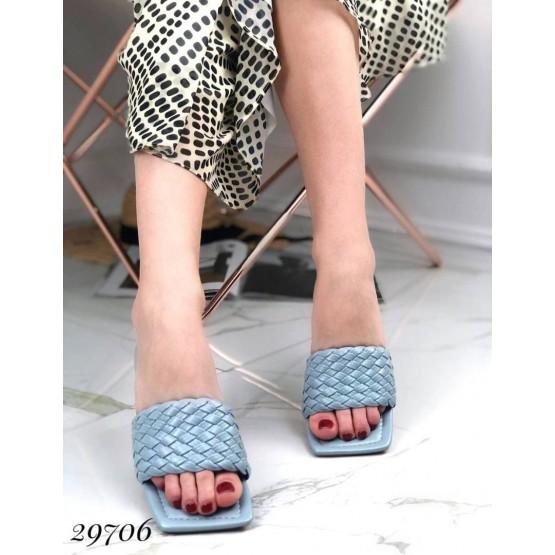 Шлепанцы с квадратным носком
