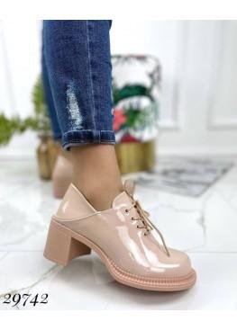 Туфли на каблуке на шнурове