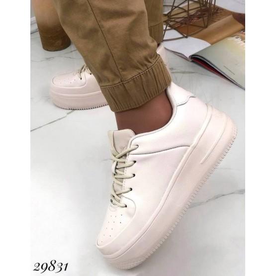 Кроссовки на шнурках