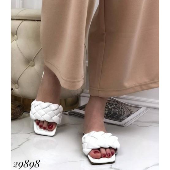 Шлепанцы с квадратным носком на низком ходу;