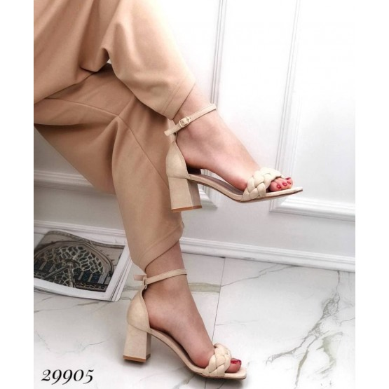 Босоножки  на устойчивом каблуке с плетенной лямкой