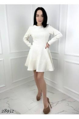 Короткое расклешенное платье