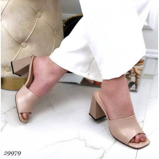 Шлепанцы на каблуке