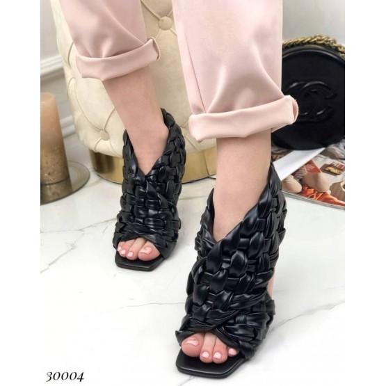 Босоножки на высоком каблуке плетеные