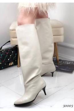 Демисезонные сапоги без молнии на небольшом каблуке