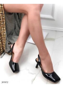 Босоножки с квадратным закрытым носком