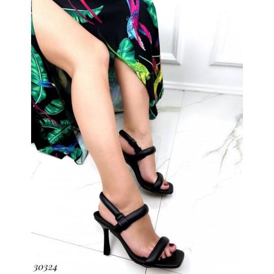 Босоножки на каблуке