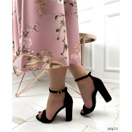 Босоножки на высоком каблуке